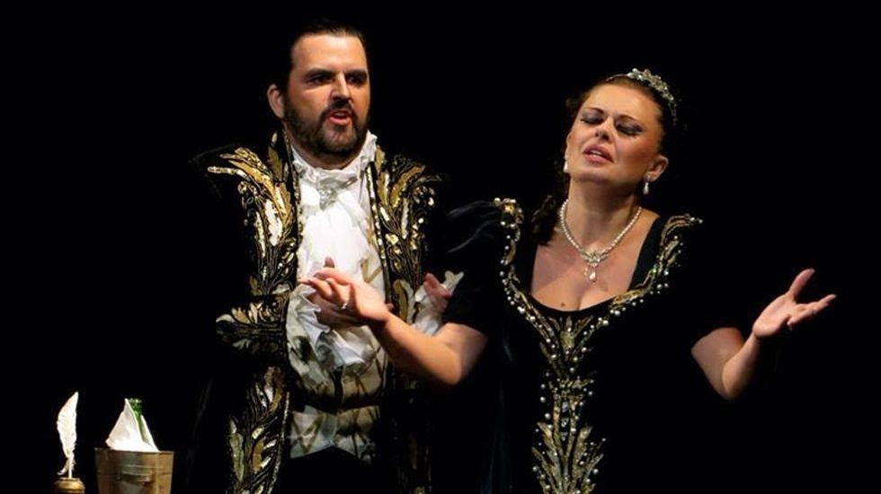 Rodica Piricenau y Pedro Carrillo, en un momento de «Tosca»