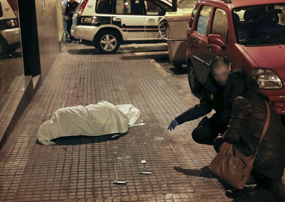 NICOLAS MAETERLINCK   AFP.El hombre se arrojó desde un cuarto piso de la avenida de los Caídos.