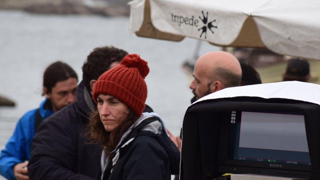 Turismo mariñeiro de batea en Arousa.Paula Cons, en el rodaje de «La isla de las mentiras»