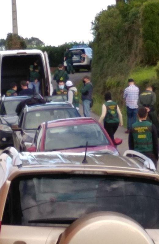 Agentes desplazados a Ribadeo para arrestar a los investigados.