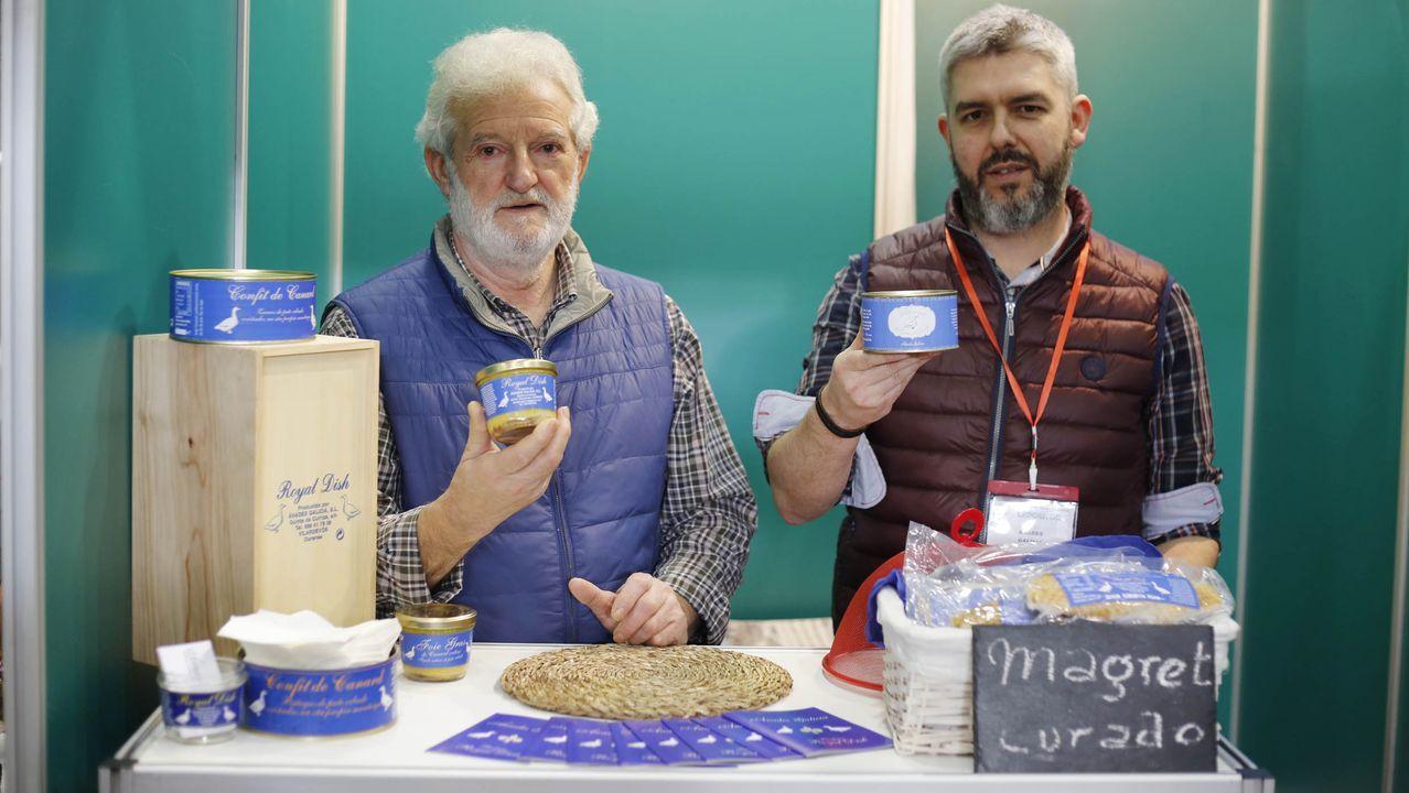 Silverio Tallón, a la derecha, dirige Anades Galicia, en Vilardevós, una empresa de productos de pato