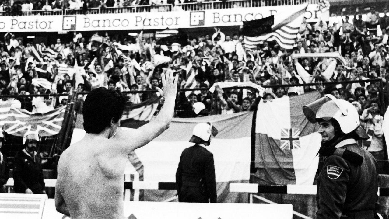 Galicia busca protagonismo en la Liga.Vicente Celeiro, tras el gol que le marcó al Racing sellando la permanencia del Deportivo