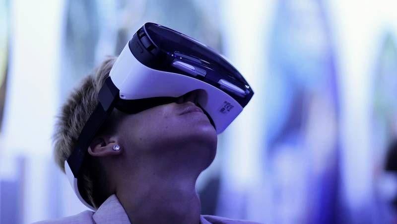 Berlín enseña lo último en tecnología.La pantalla presentada por Samsung permite escoger entre formato plano o curvo.