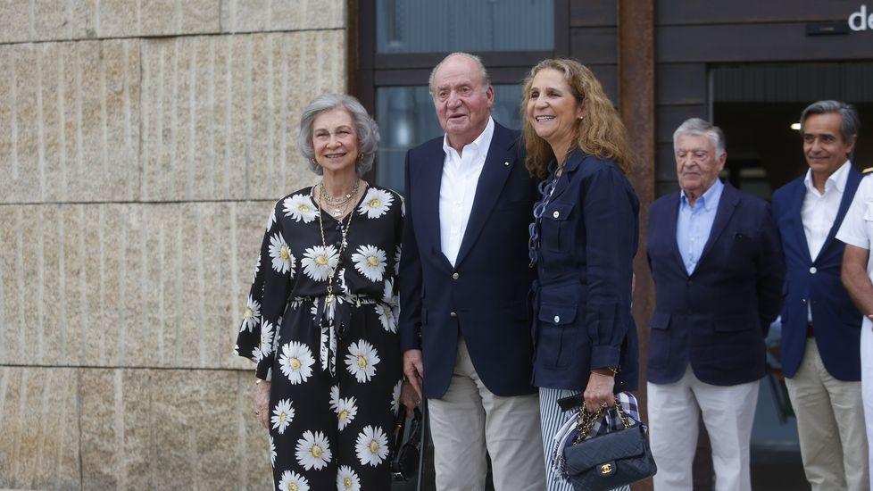 Llegada del rey emérito a Sanxenxo para presentar la Quinta regata Juan Carlos I.La tumba de Franco en el Valle de los Caídos