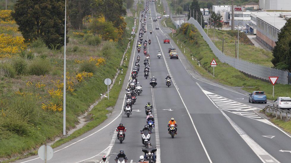 Ruta de los moteros por Santiago en protesta por toda Galicia.