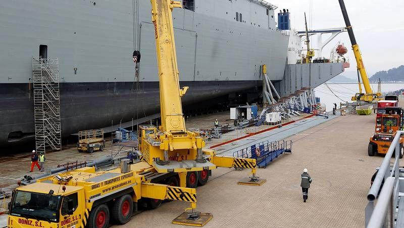 Preparativos para el soldado del «Adelaide».Dotación de la F-101 auxiliando a inmigrantes en el mar de Alborán.