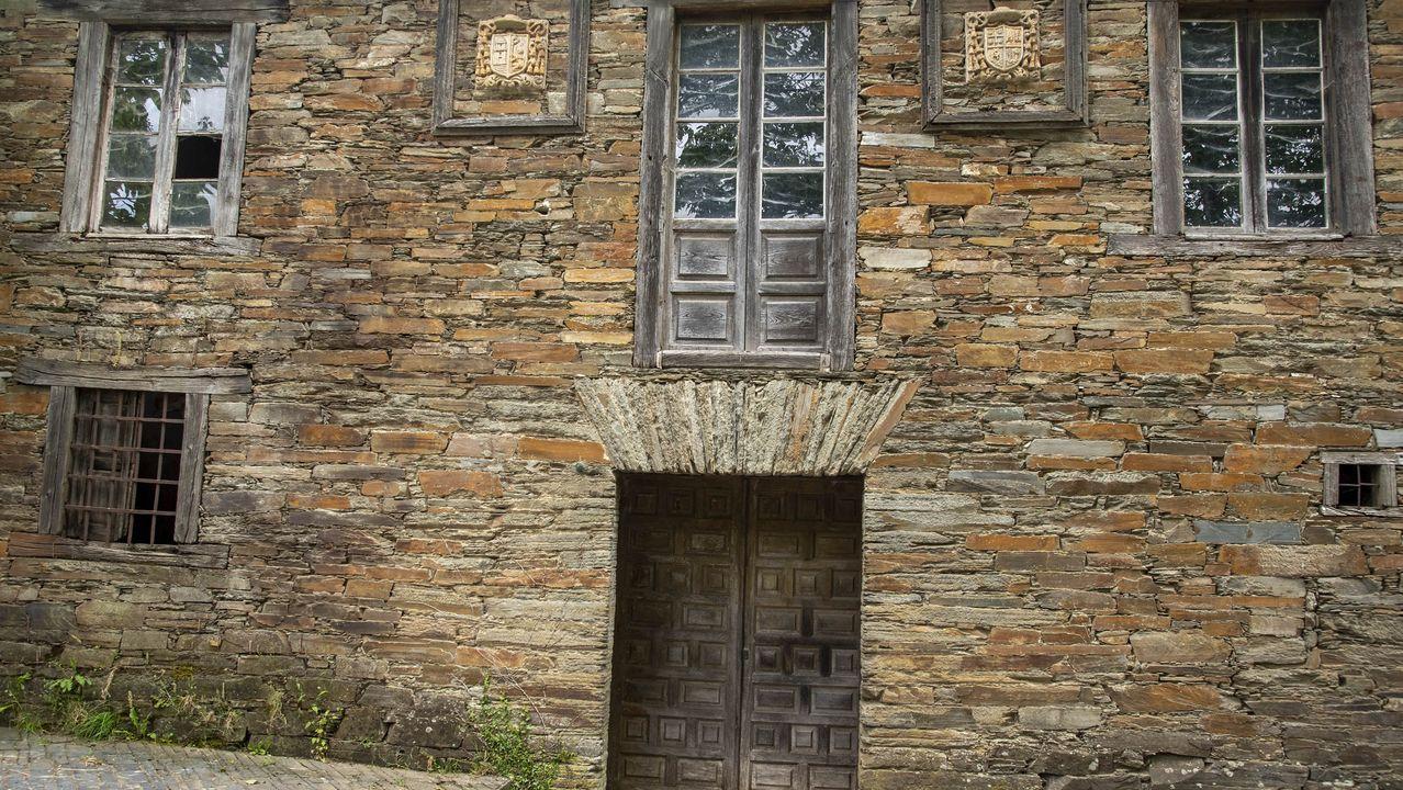 Fachada de la antigua casa rectoral de Santa María do Mao
