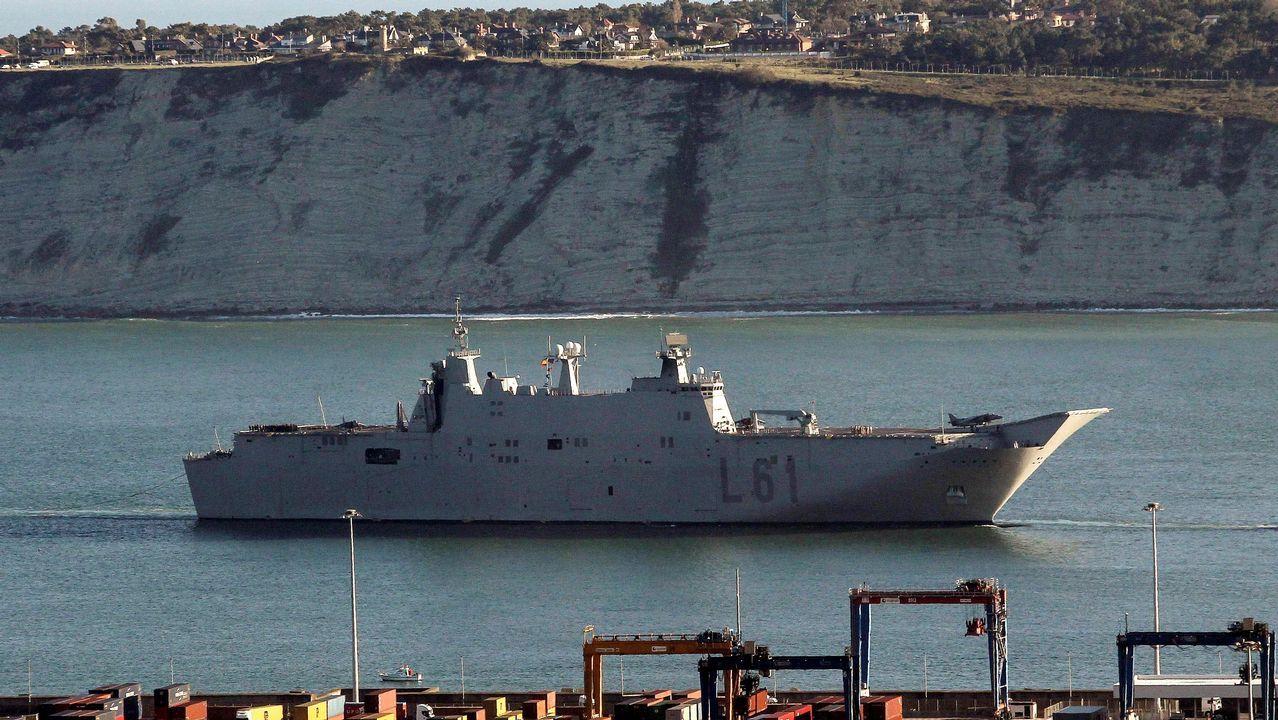 El Juan Carlos I entra en el puerto de Guecho, donde permanecerá todo el fin de semana pese al rechazo de la corporación municipal