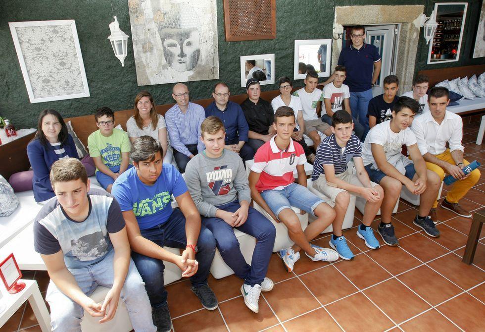 Una buena parte de los participantes se reunió ayer en el Mar de Ardora, en Canduas. FOTO