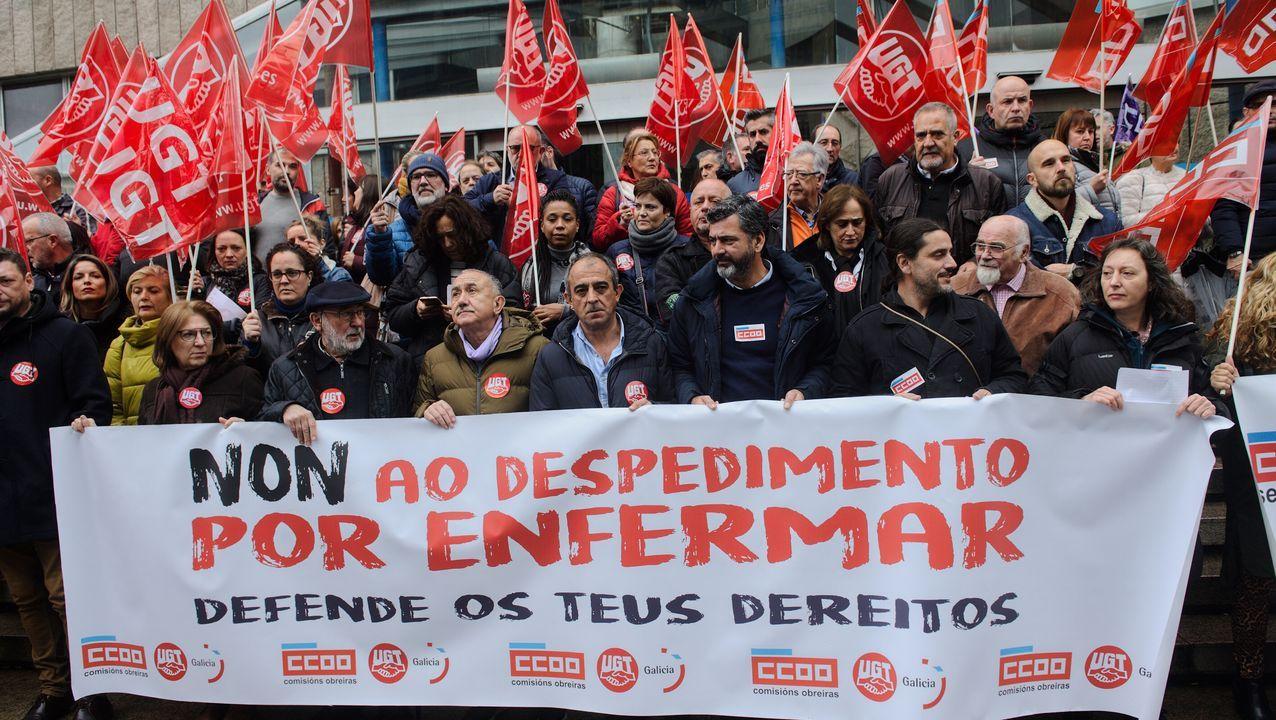 Concentración de rechazo a la sentencia del Tribunal Constitucional de 16 de octubre, que permite el despido objetivo por ausencias intermitentes, aunque sean justificadas.