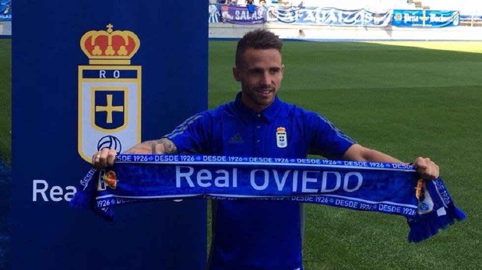 Así son las equipaciones de la 2017/18.Christian Fernández acudió a la inauguración de la nueva Tienda Oficial del Real Oviedo