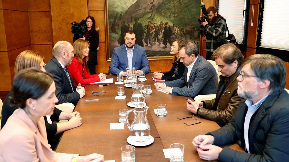 Reunion entre el Gobierno e IU
