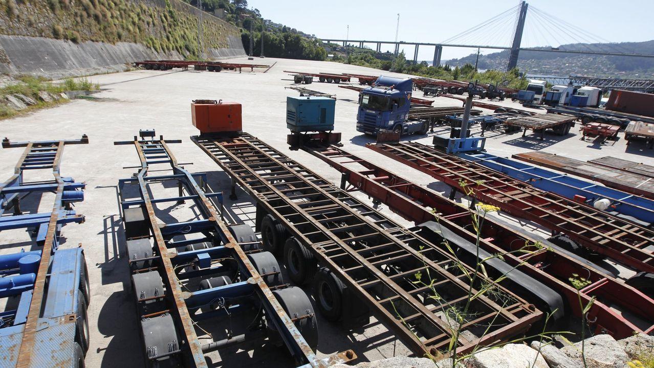 Explanada de Rande que se ha convertido en un aparcamiento de contenedores vacíos y remolques tras una inversión millonaria