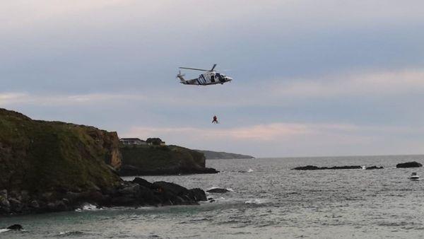 Rescatan cadáver de mujer en río   Prensa Gráfica