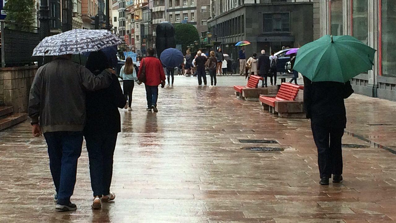 Calor, verano, bochorno, sol.Oviedo en un día de lluvia