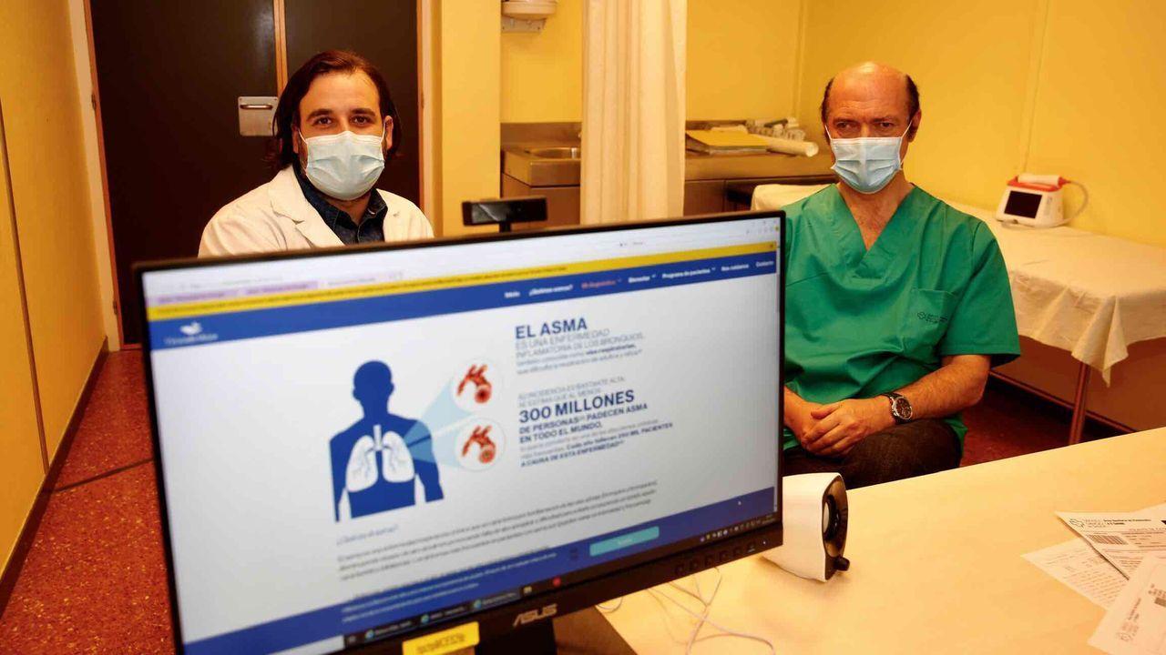 Los neumólogos del Chop Abel Pallarés y Adolfo Baloira, en el hospital Montecelo, en Pontevedra