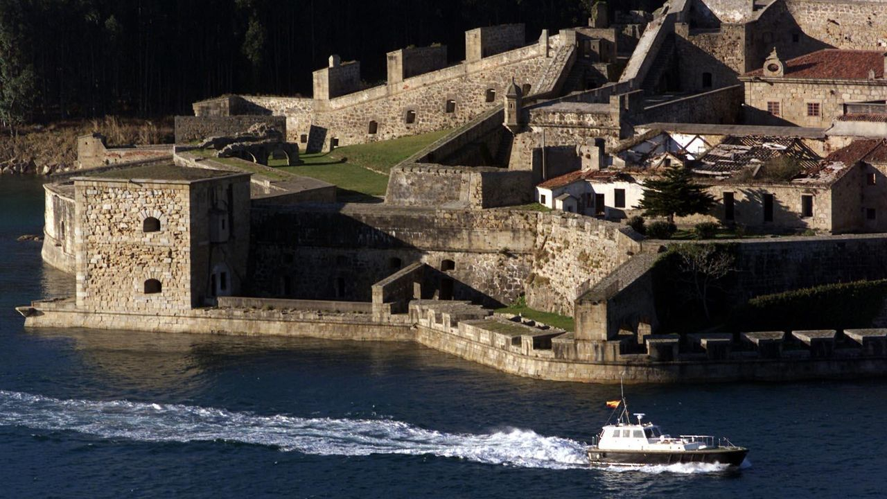 Así transcurre la jornada electoral del 12-J en Ferrol.El castillo de San Felipe reabre sus puertas con la entrada gratuita y su horario habitaul