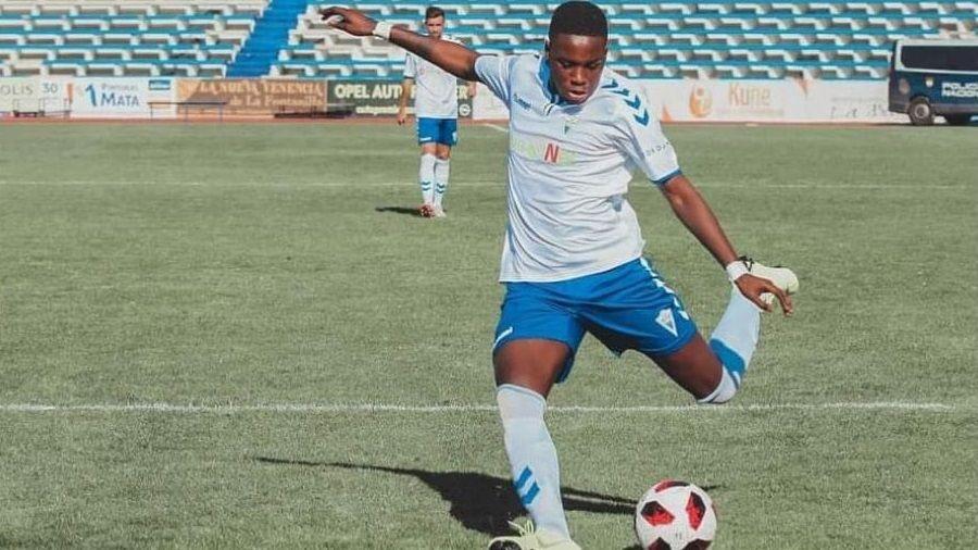 Lamine Ndiaye es desde este jueves nuevo delantero del Paiosaco