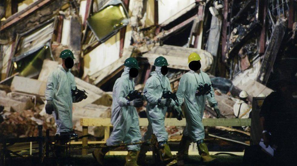La explosión del bus del Borussia, en imágenes.Expertos del FBI recaban evidencias después de que el vuelo 77 de American Airlines impactase contra las instalaciones del Pentágono tras ser secuestrado por cinco terroristas.