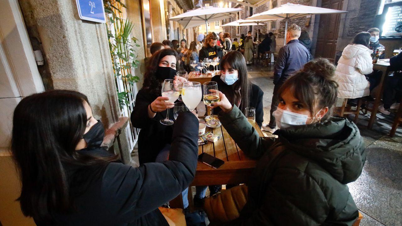 Las terrazas de la calle de los vinos de Lugo recuperaron el ambiente de un viernes noche