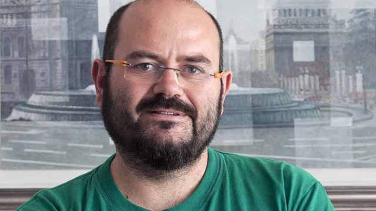 Carmena: «He cambiado de opinión porque tengo unos buenísimos concejales que me han vuelto a convencer».Los alcaldes de Oviedo, Wenceslao López Martínez (2i), el presidente de la Federaci, durante el brindisón Asturiana de Concejos (FACC), Ignacio García Palacios (3i), las alcaldesas de Gijón, Carmen Moriyón (i), Aviles, Mariví Monteserín (c) Castrillon, YasminaTriguero (3d), Corvera, Ivan Fernandez (2d) y de Illas, Alberto Tirador (d) durante el tradicional brindis de Fin de Año de los alcaldes asturianos celebrado en Avilés.