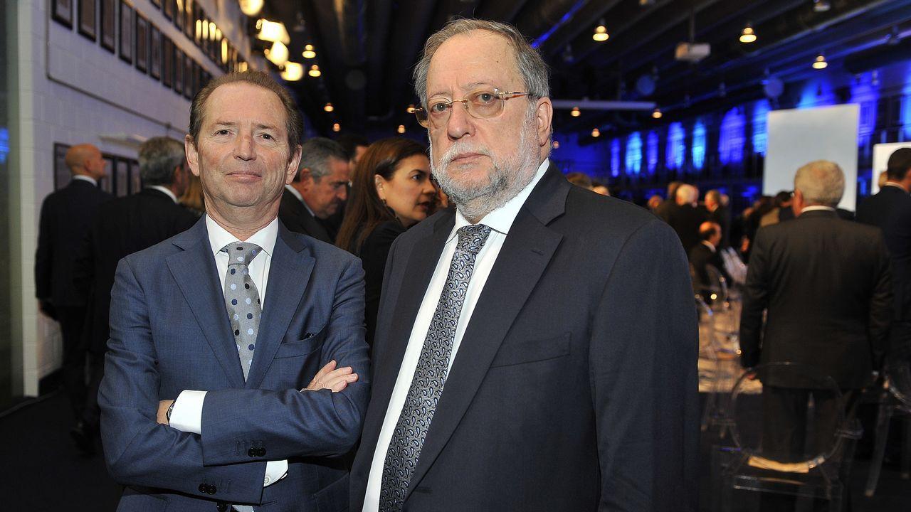 Roberto Blanco Valdés y Xosé Luís Barreiro Rivas, columnistas de La Voz, ayer durante el cóctel.