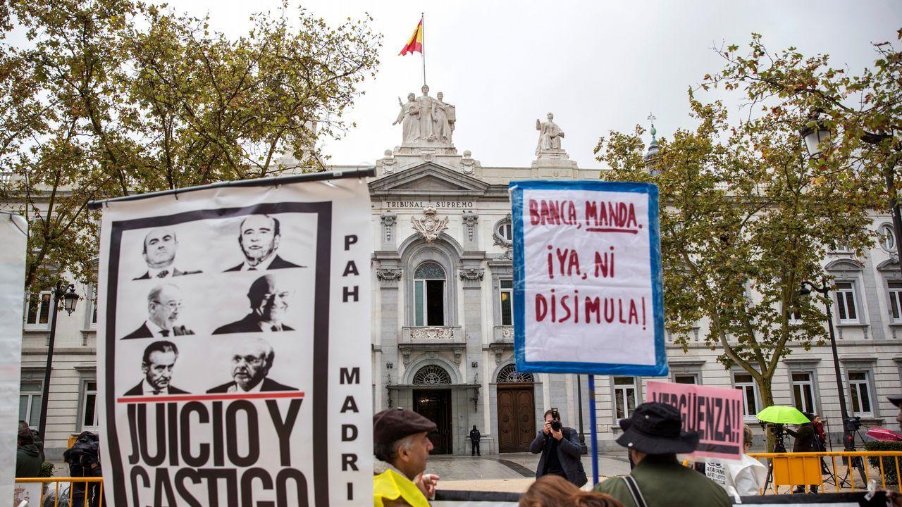 Carbón en la playa de San Lorenzo, Gijón.Protesta frente al Tribunal Supremo