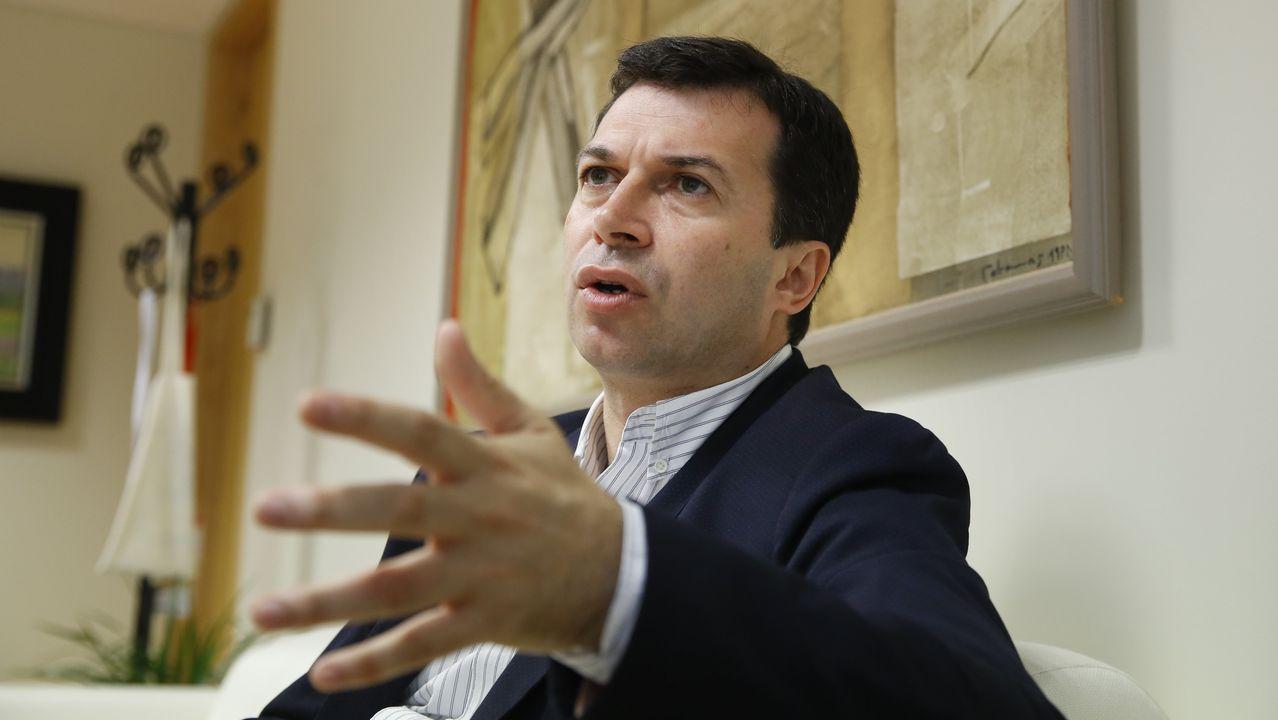 Gonzalo Caballero, en el Parlamento gallego, del que ya es diputado