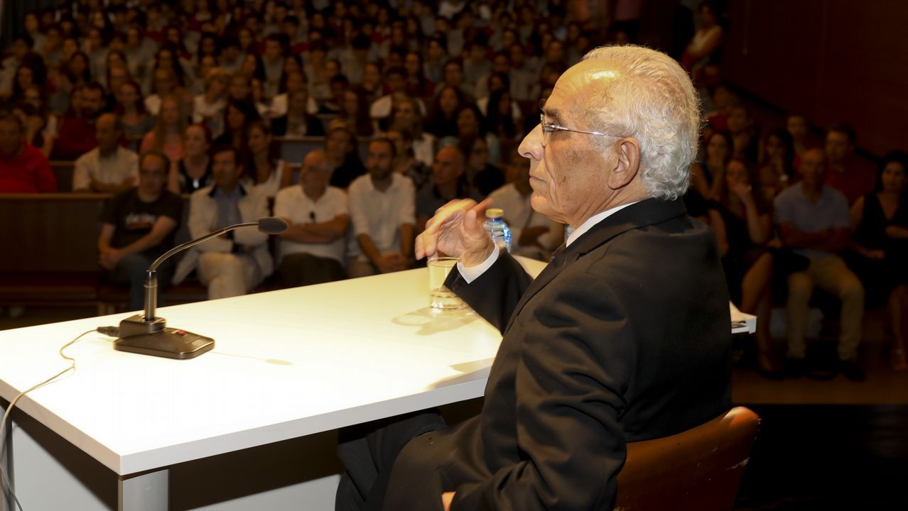 La exposición de Víctor López Seoane en O Allo, en imágenes.Intervención artística con motivo del 40 aniversario del Museo do Pobo Galego