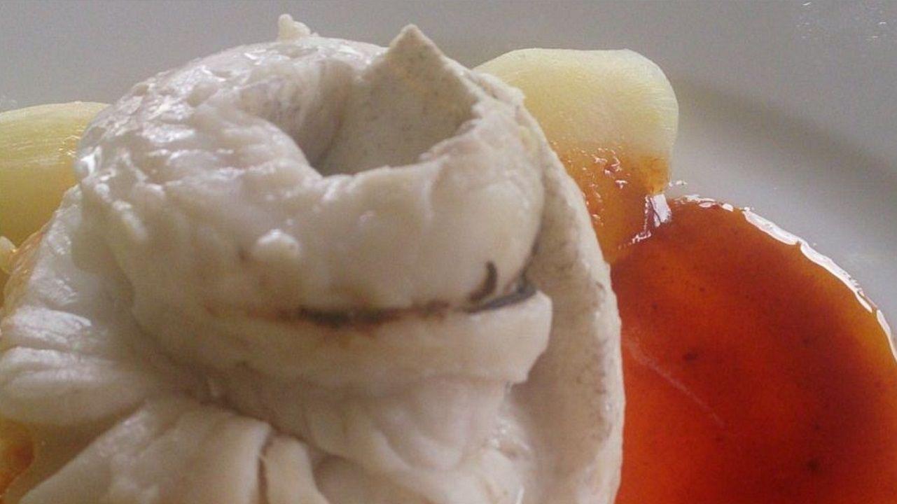 MERLUZA A LA GALLEGA. En una merluzateca no puede faltar este plato. Se puede tomar como se comía antes en los barcos de pesca.
