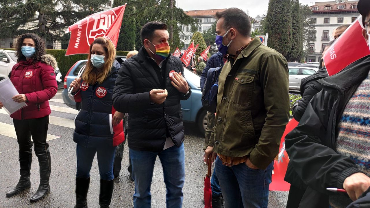 Así celebran los trabajadores gallegos elPrimero de Mayo.Lanero y Zapico, en Oviedo