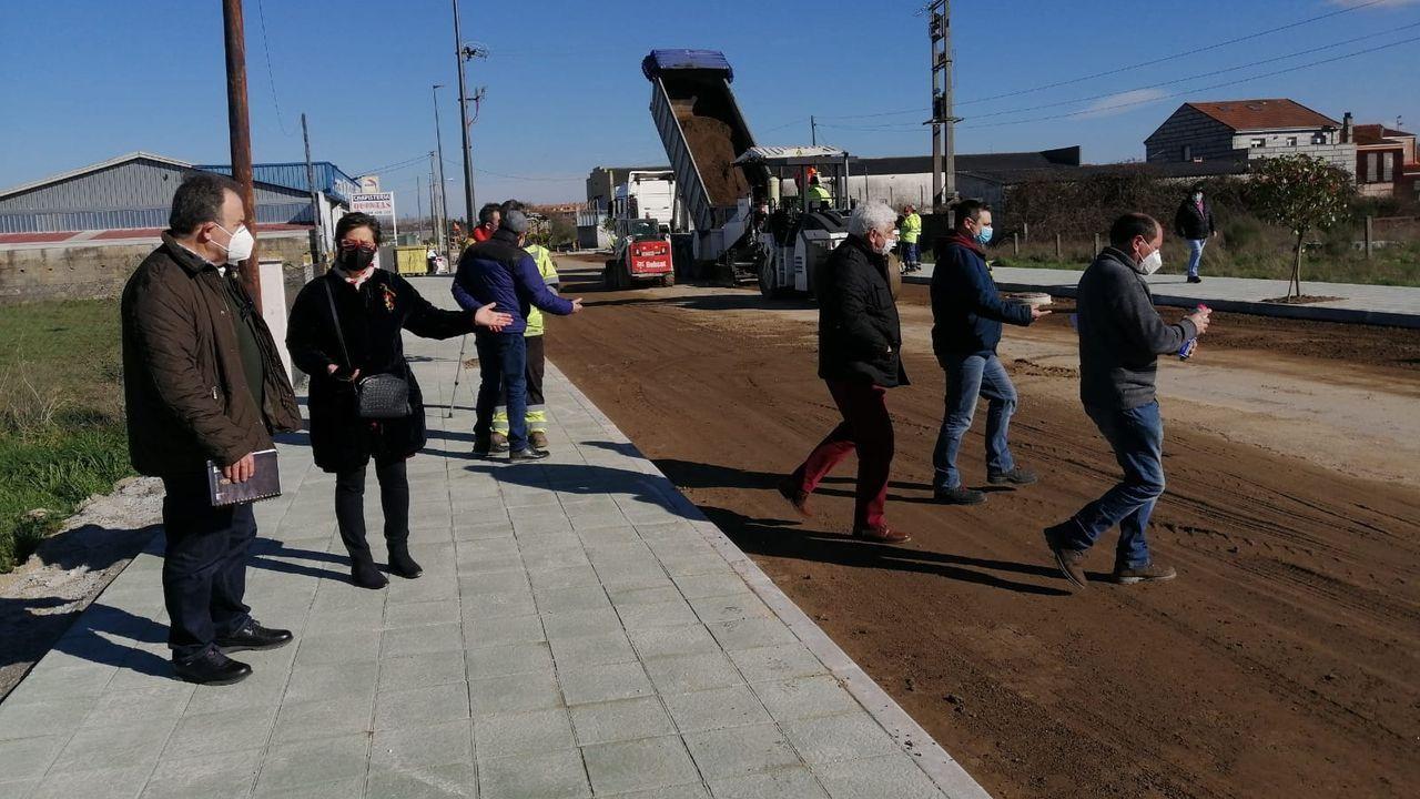 Imagen de archivo de una visia de la alcaldesa de Xinzo a las obras