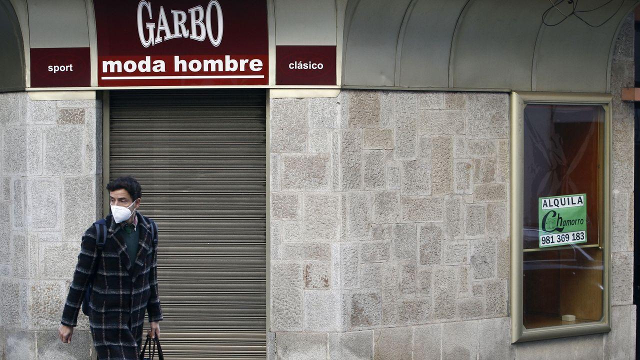 Masaya Babazono, ayer en Acevedo, donde grabó varias tomas para uno de sus nuevos clips sobre Ferrol