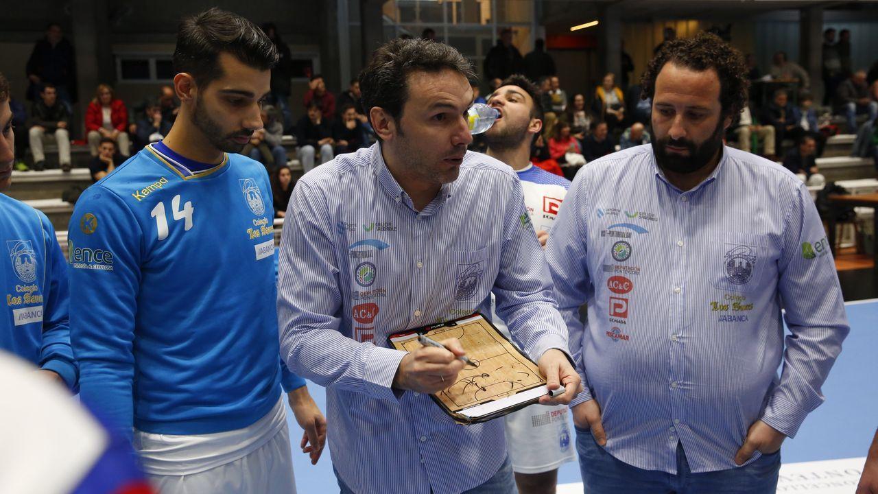 Gonzalo López de Guereñu, junto a un fútbolista de la liga marroquí