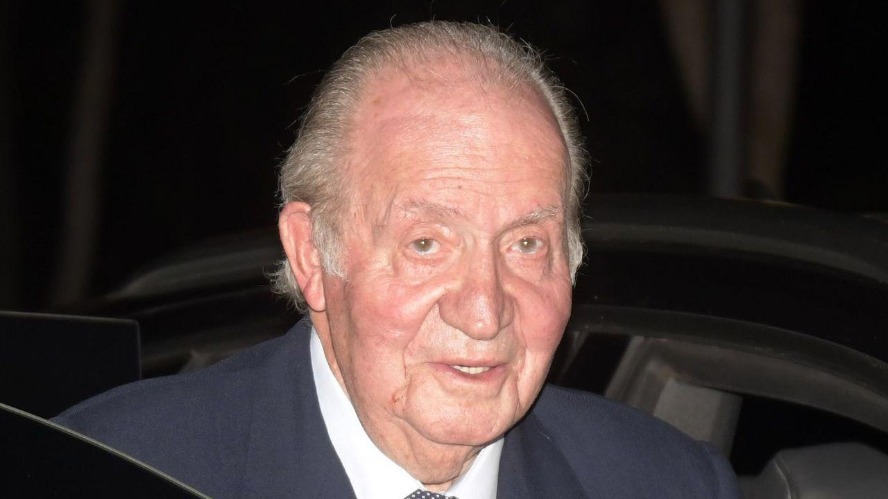 Juan Carlos I, una vida en imágenes.Felipe VI y Juan Carlos I en un acto en El Escorial en el 2014
