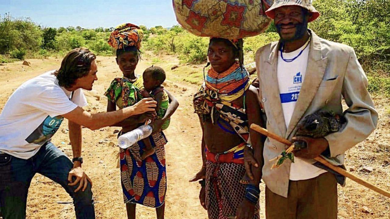 La vida de Luis Ochoa en Angola.Activistas se burlan del traslado de la empresa Dyson, cuyo fundador apoyó el «brexit»