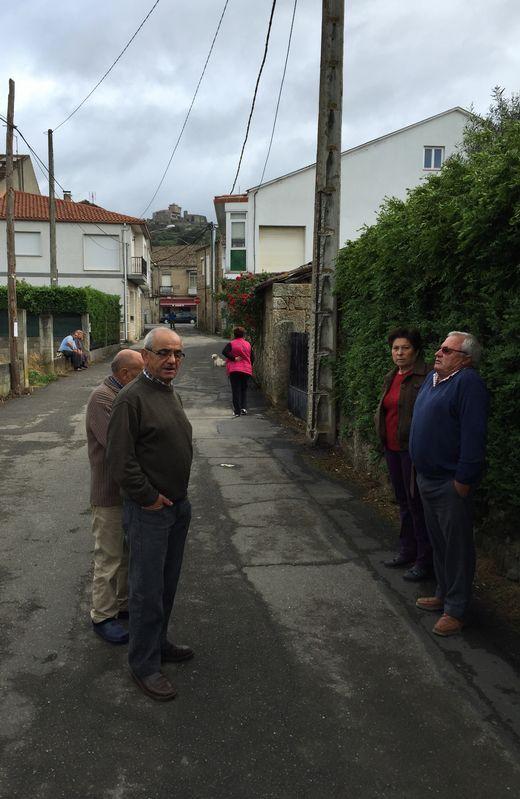 Vecinos de Pazos, entre ellos un familiar de la víctima, incrédulos ante el asesinato de la mujer
