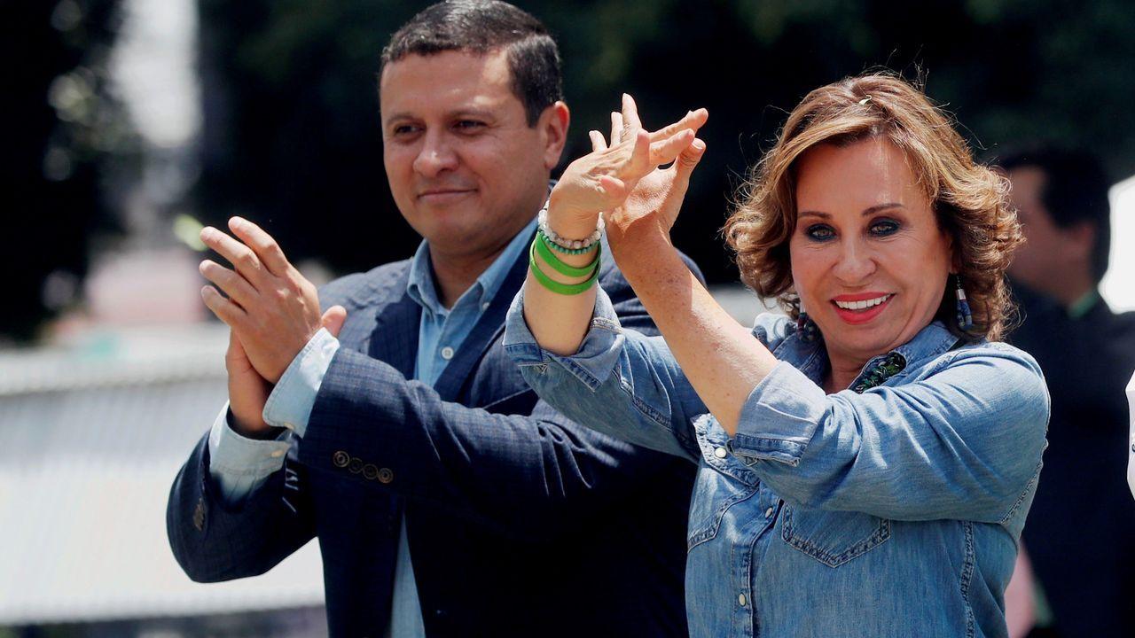 La ex primera dama de la nación Sandra Torres, la favorita según los últimos sondeos, y su candidato a vicepresidente Carlos Raúl Morales,