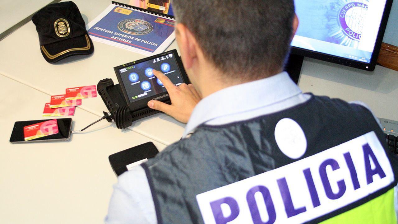 Un agente de la Policía Nacional de Oviedo