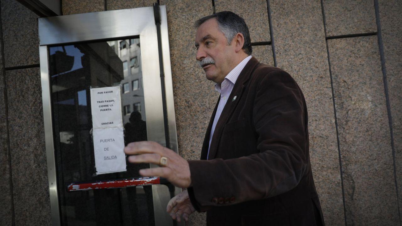 gotica.García Seoane, en abril, entrando a declarar en el juzgado por una denuncia del Ayuntamiento de Cambre. Imagen de archivo