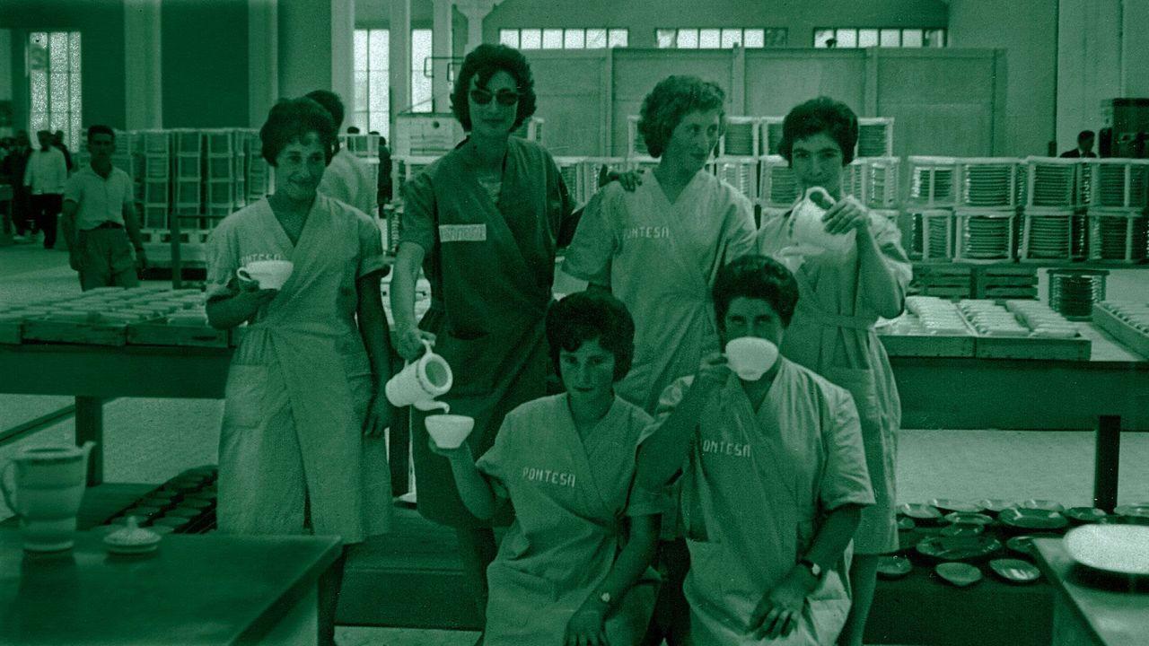 Pioneiras. Pelexaron por ter escola para os fillos, economatos e xornada continua polas mañás. A planta de Pontesa, do grupo de Moisés Álvarez, inaugurouse, con Franco, en 1961.