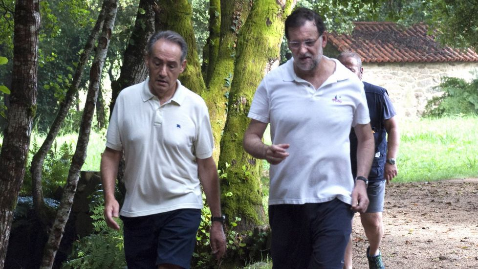Caballero reunió en Pontevedra a los alcaldes críticos con la confección de las listas. De izquierda a derecha, José Antonio Cacabelos (alcalde de O Grove), Paula Fernández (exalcaldesa de Silleda), Ángel Rivas (concejal de Vigo), Alberto García (alcalde de Catoira) y Abel Losada (cabeza de lista para las autonómicas)