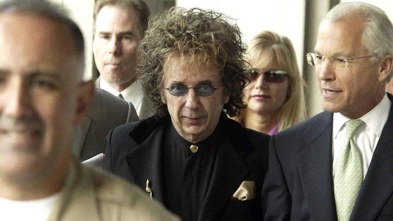 Spector, en el centro, durante una comparecencia judicial en el 2004
