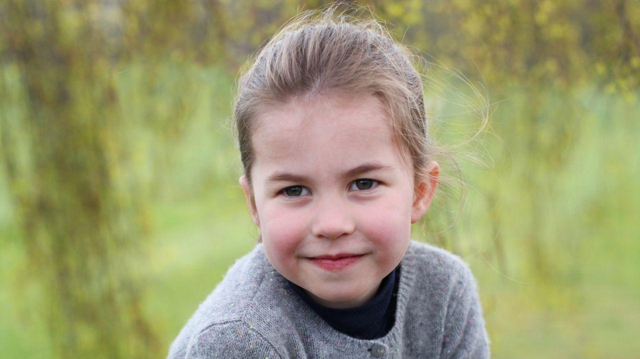 Así es Charlotte, la hija de Guillermo y Kate Middleton.TIROLINA EN MALPICA