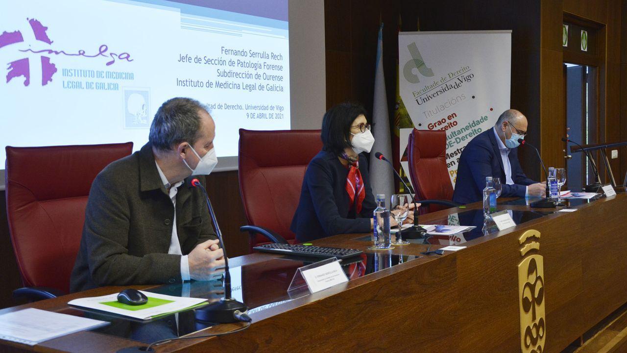 Fernando Serrulla impartió el taller acompañado de Marta Fernández, decana, y Benjamín Mayo, coordinador del Máster en Avogacía