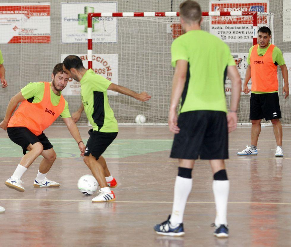 Los jugadores del Mesón A Fuga-Xove durante un entrenamiento de esta pretemporada.