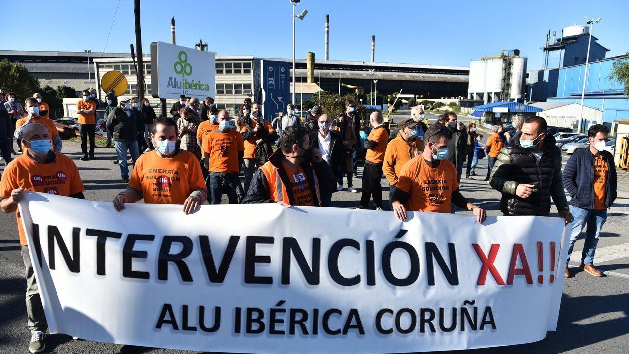 Manifestación de los trabajadores de la planta de Servia en Porto do Son.Los hangares e Indra y de Babcock en Rozas se inauguraron en días pasados