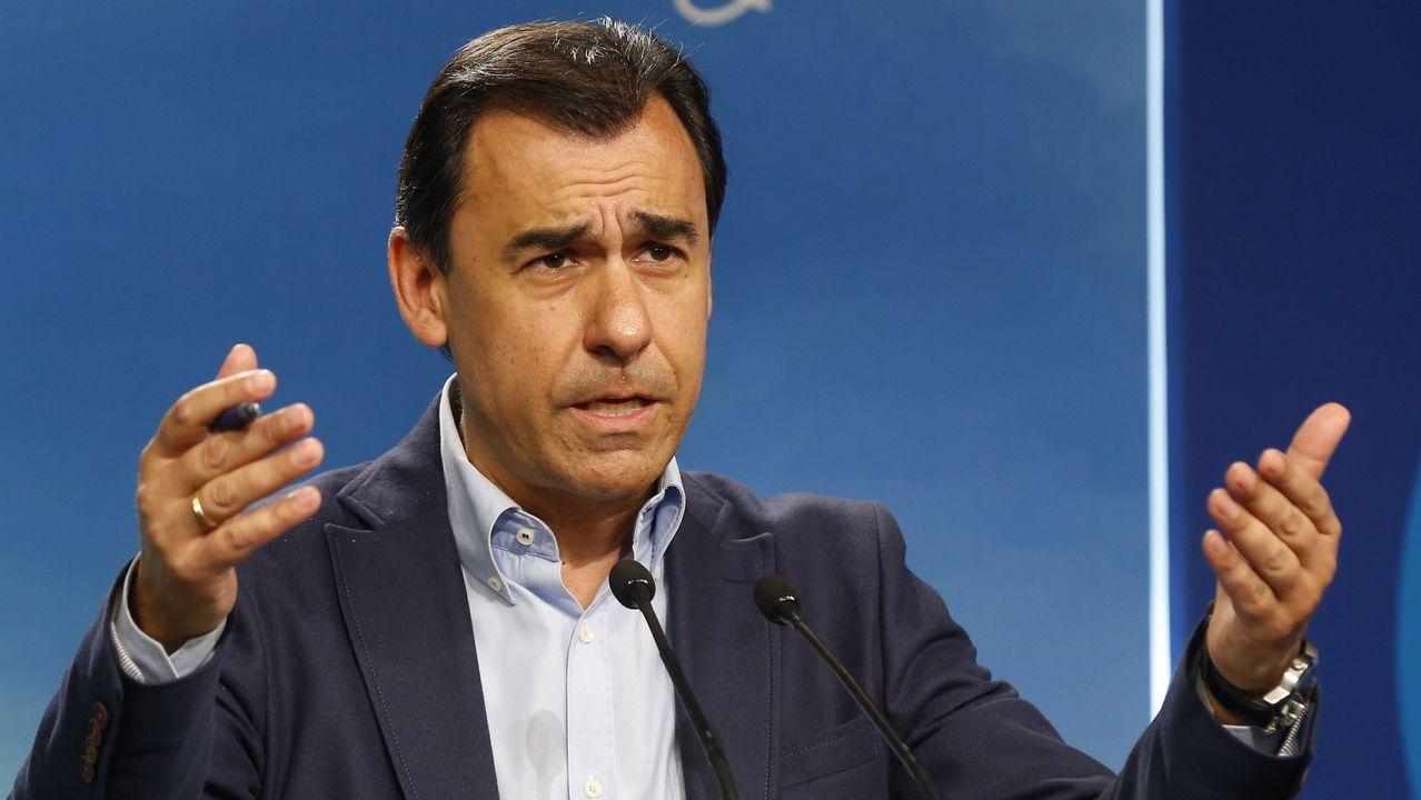 Pablo Casado advierte a Puigdemont de que puede acabar como Companys.Iglesias y Puigdemont en una foto de archivo