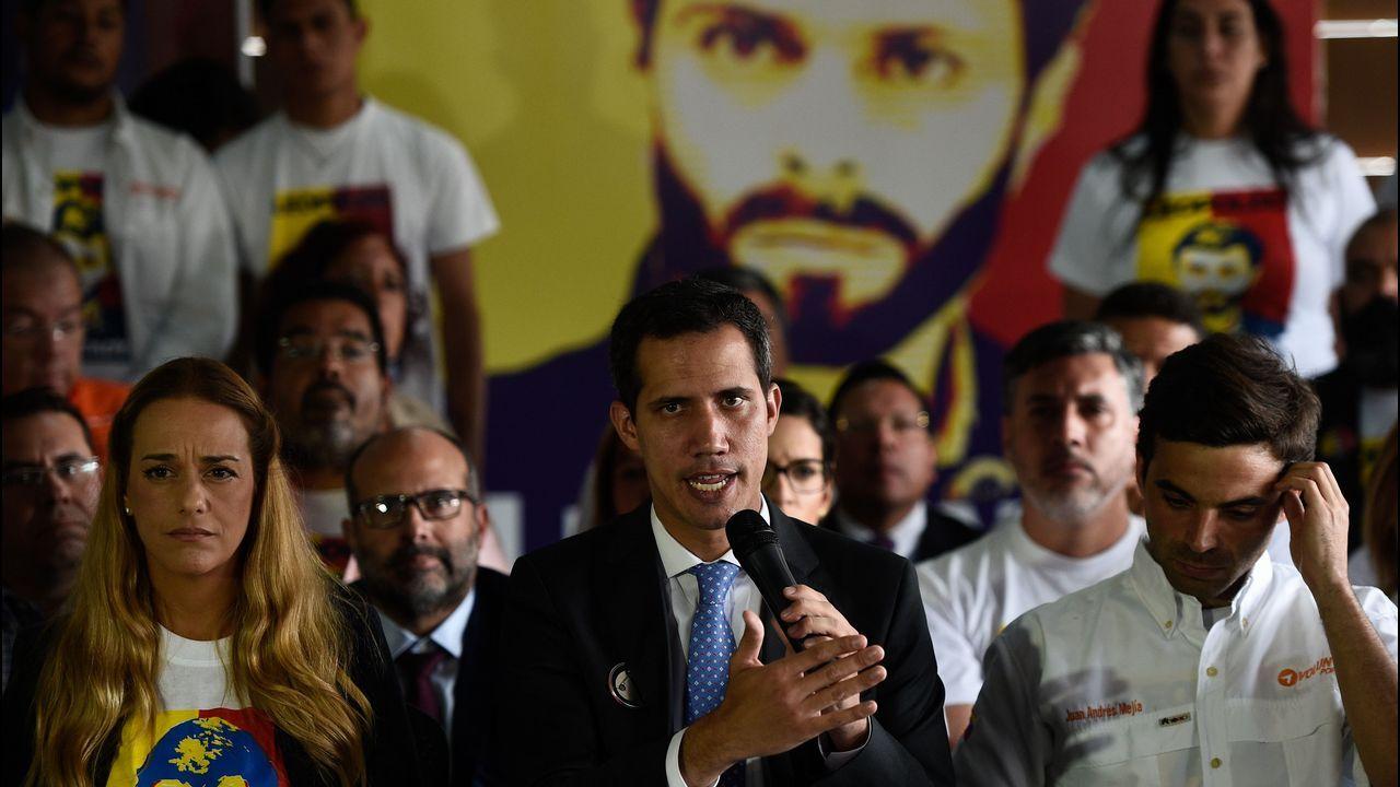 El concierto «Aid Live» reúne a miles de venezolanos en la frontera con Colombia.Guaidó, ha lamentado este lunes la «injusta» detención de su compañero de partido, Leopoldo López, que el lunes cumplió cinco años preso