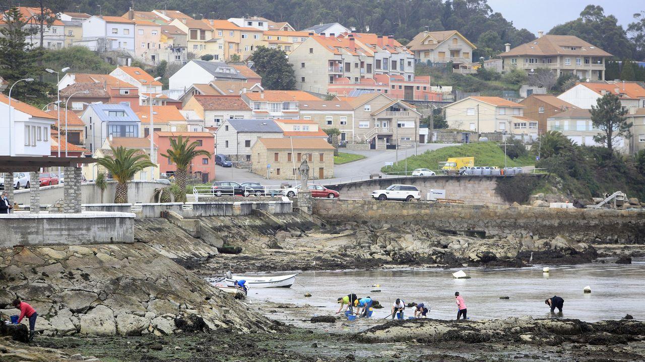La playa de A Torre vibró con la Regata de Kayak de Mar Concello de Rianxo.Turistas en A Illa de Arousa el verano pasado